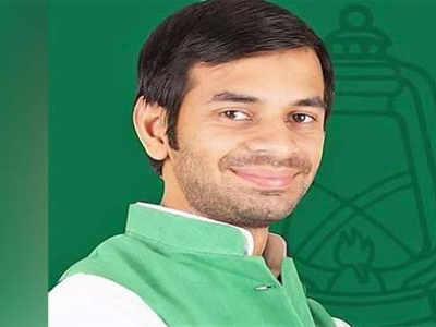 <p>Lalu Yadav's son Tej Pratap Yadav quits RJD students union patron post, signalling revolt within the party.</p>