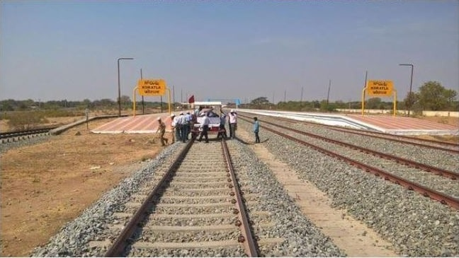 <p>A girl lost her two legs after a goods train moved on her at Latehar Railway station area falling under Barkakana-Barvadih track. She was identified as 18-year old Nisha Kumari,daughter…