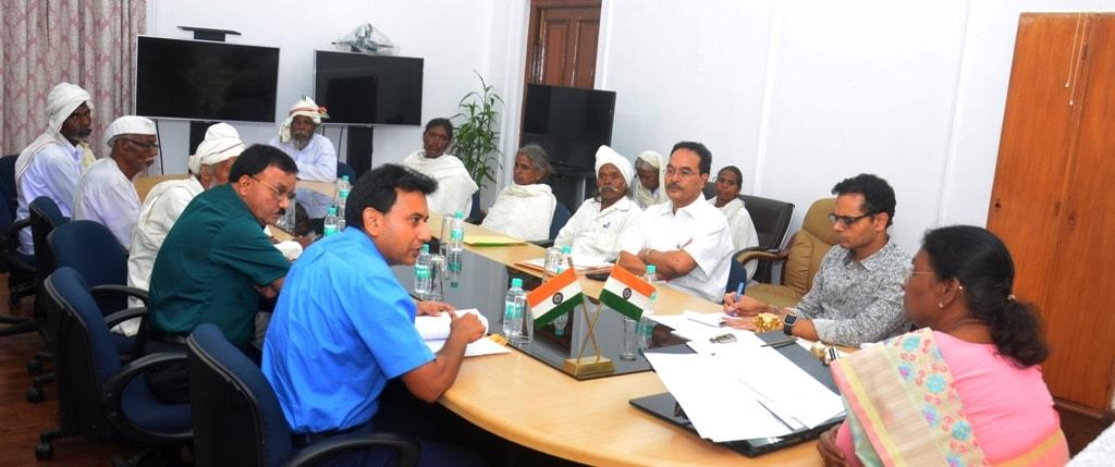 <p>माननीया राज्यपाल श्रीमती द्रौपदी मुर्मू ने कहा कि टाना भगत समुदाय सरकार की विभिन्न कल्याणकारी योजनाओं के प्रति अवगत हों, अपने बच्चों को बेहतर िशक्षा प्रदान करने की दिशा में सतत्…
