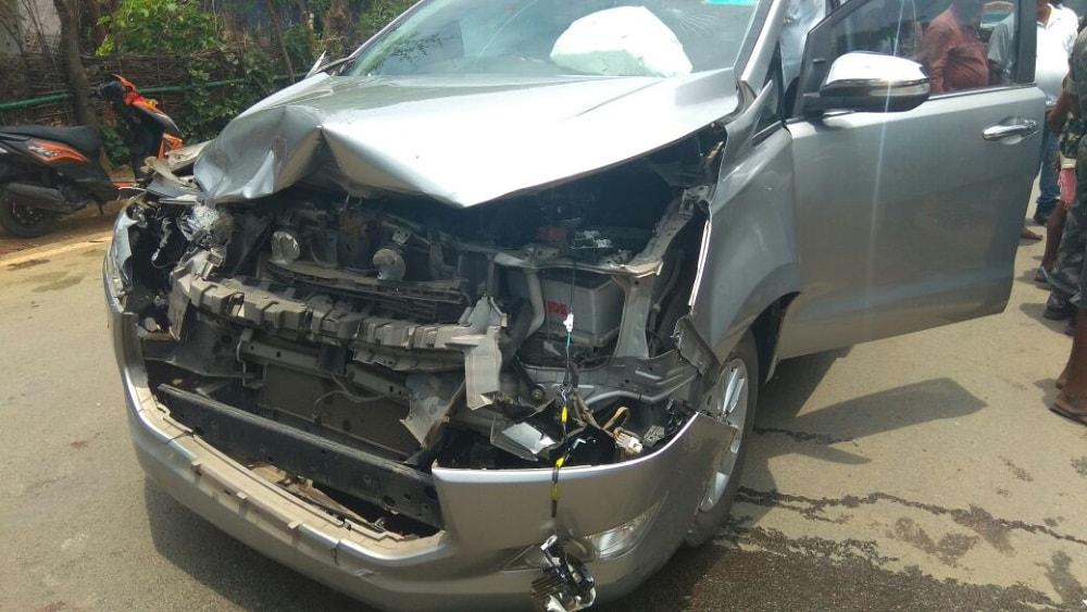 <p>सांसद गिलुआ की गाड़ी दुर्घटना ग्रस्त ,बाल बाल बचे गिलुआ</p>