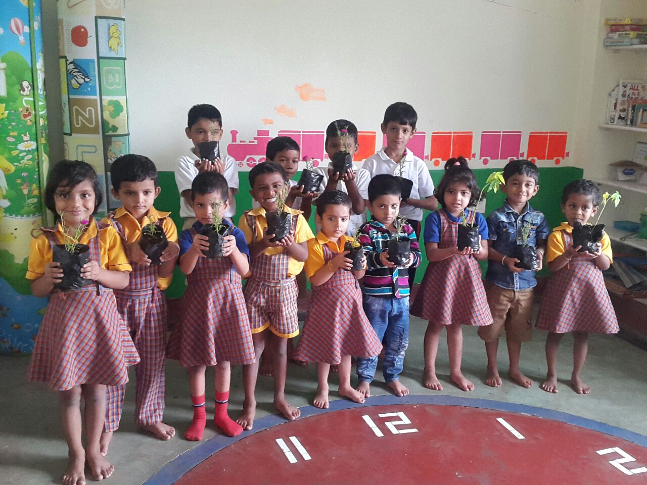 <p>Tiny Tots of Montessori Learning school,Near Tagore Hill,Ranchi, led by its Principal Dr Nikita Sinha discussed dependence of humans on trees and planted trees.</p>
