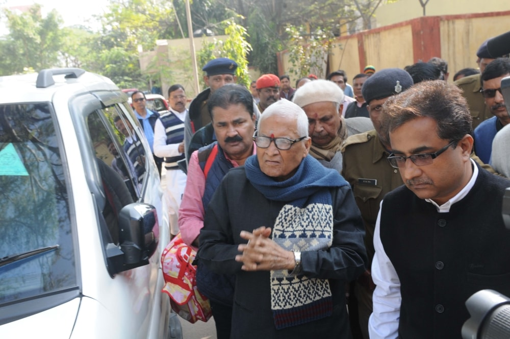 <p>Former Bihar Chief Minister Jagarnath Mishra arrives at special CBI court in connection with Multi-Crore fodder scam case in Ranchi on Saturday.</p>