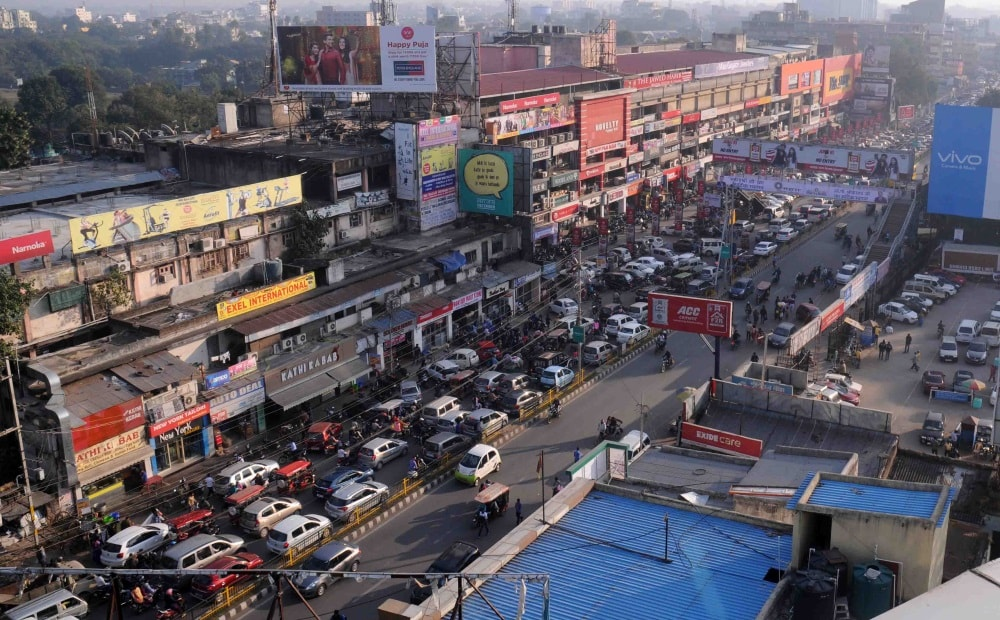 <p>Vehicles stuck in a massive traffic jam at MG road in Ranchi on Saturday.</p>