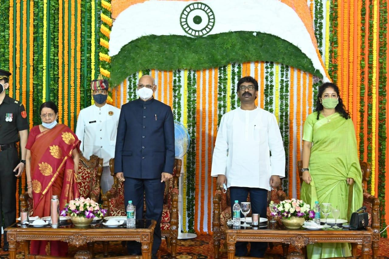 """<p>75वें स्वतंत्रता दिवस के अवसर पर माननीय राज्यपाल श्री रमेश बैस की गरिमामयी उपस्थिति में आज राज भवन में """"एट होम कार्यक्रम"""" का आयोजन किया गया।</p> <p>उक्त अवसर पर राज्य…"""