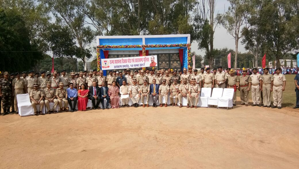 <p>On the occasion of Jharkhand state foundation day function at JAP-1 today,Chief Minister Raghubar Das and DGP DK Pandey took salute and offered awards for outstanding work to 88…