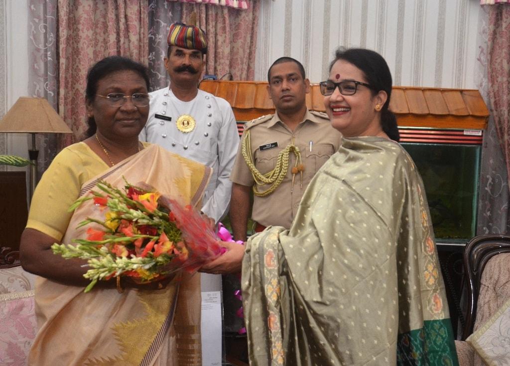 <p>माननीया राज्यपाल द्रौपदी मुर्मू से आज दिनांक 18/07/2018 को यूको बैंक राँची की जोनल मैनेजर Sujatha R ने मुलाकात की |</p>