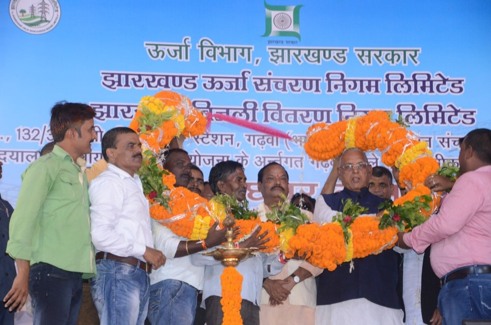 <p>In a programme held at Bhagodih village in Ramna block under Garhwa district, Chief Minister Raghubar Das today launched the electrification work in 635 villages of Garhwa…