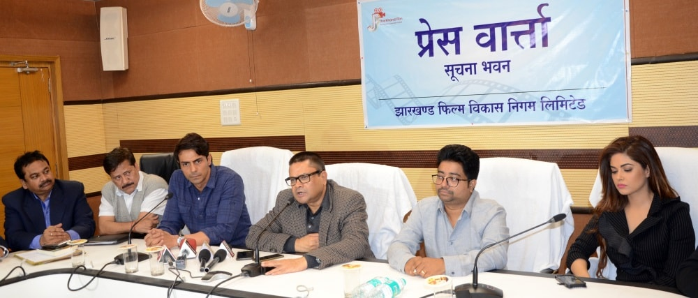 <p>Chief Minister cum Information and Principal Secretary Sanjay Kumar addressing the media with artists of atheist film in the information building auditorium.</p>
