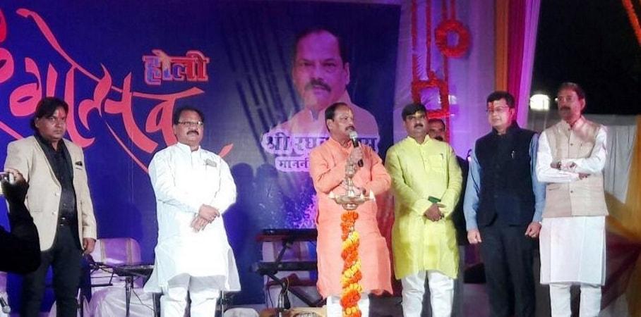 <p>मुख्यमंत्री आवास रांची में आयोजित रंगोत्सव कार्यक्रम में रांची के विभिन्न वर्गों के प्रबुद्ध नागरिकों को संबोधित करते हुए मुख्यमंत्री रघुवर दास ने राज्यवासियों से आह्वान किया कि…