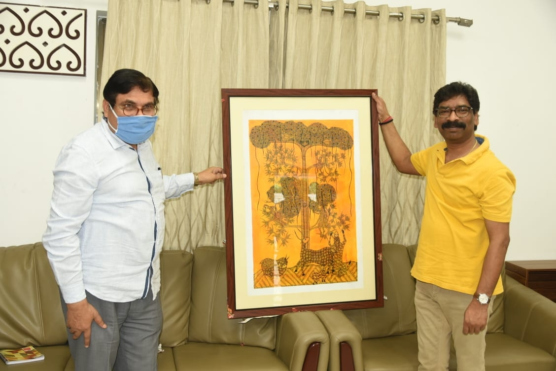 <p>On behalf of Dr. Ramdayal Munda Tribal Welfare Research Institute a painting was presented to Chief Minister Hemant Soren based on the theme of Tribal life philosophy and nature…