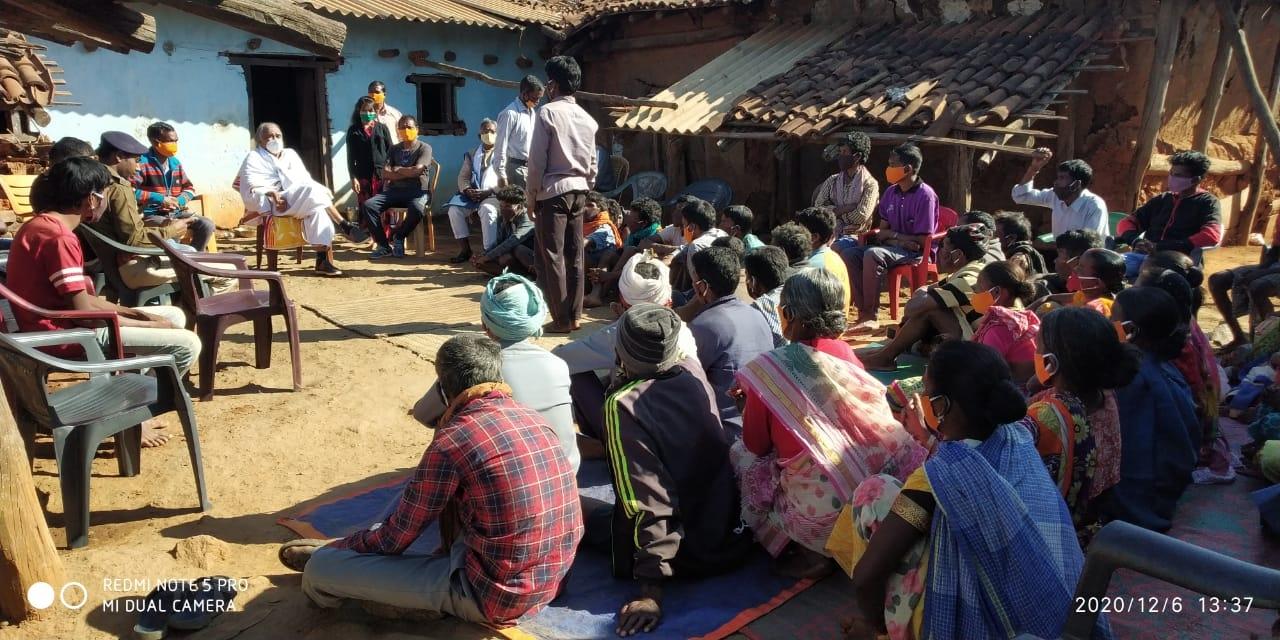 <p>गुरदरी थाना जिला गुमला केअंर्तगत कुंजाम नवाटोली में असुर समुदाय के बीच पहुँचे विकास भारती के सचिव पद्मश्री अशोक भगत ,सर्वप्रथम संश्ठा के पूर्व कार्यकर्ता रहे स्वर्गीय लालदेव असुर…