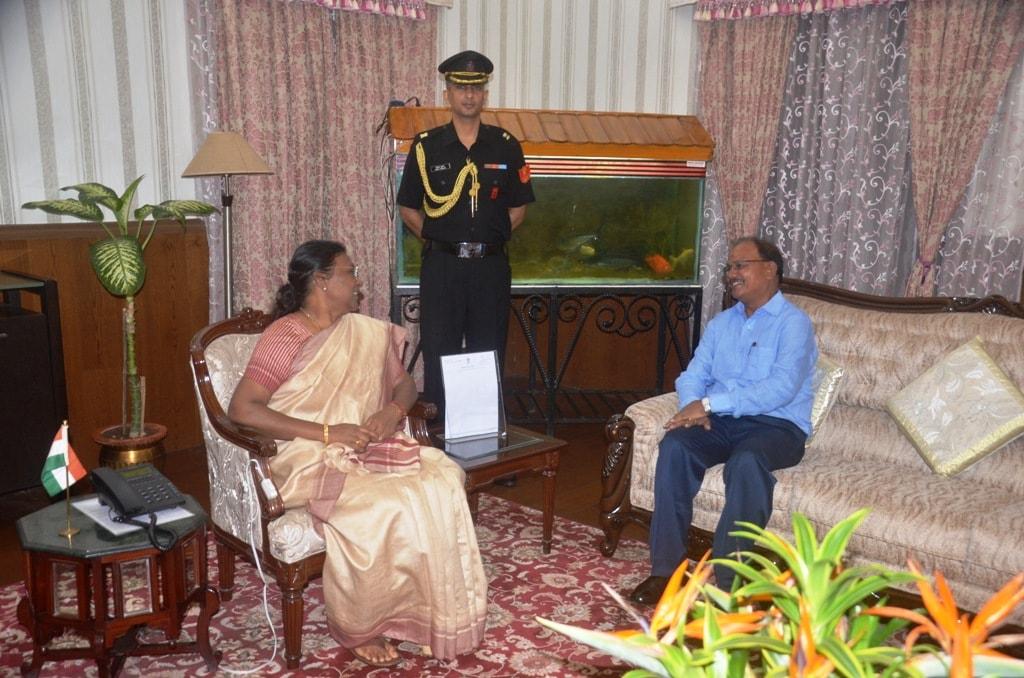 <p>माननीया राज्यपाल द्रौपदी मुर्मू से झारखण्ड विधानसभा अध्यक्ष दिनेश उरांव नेआज दिनांक 23/07/2018 को राजभवन में मुलाकात की |</p>