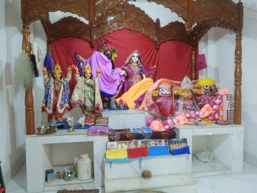 <p>Police have started an investigation into the theft of gold jewellery and cash from Radha-Govind Mandir on Wednesday night in a village Radhipur under Maheshpur block in Pakur.…