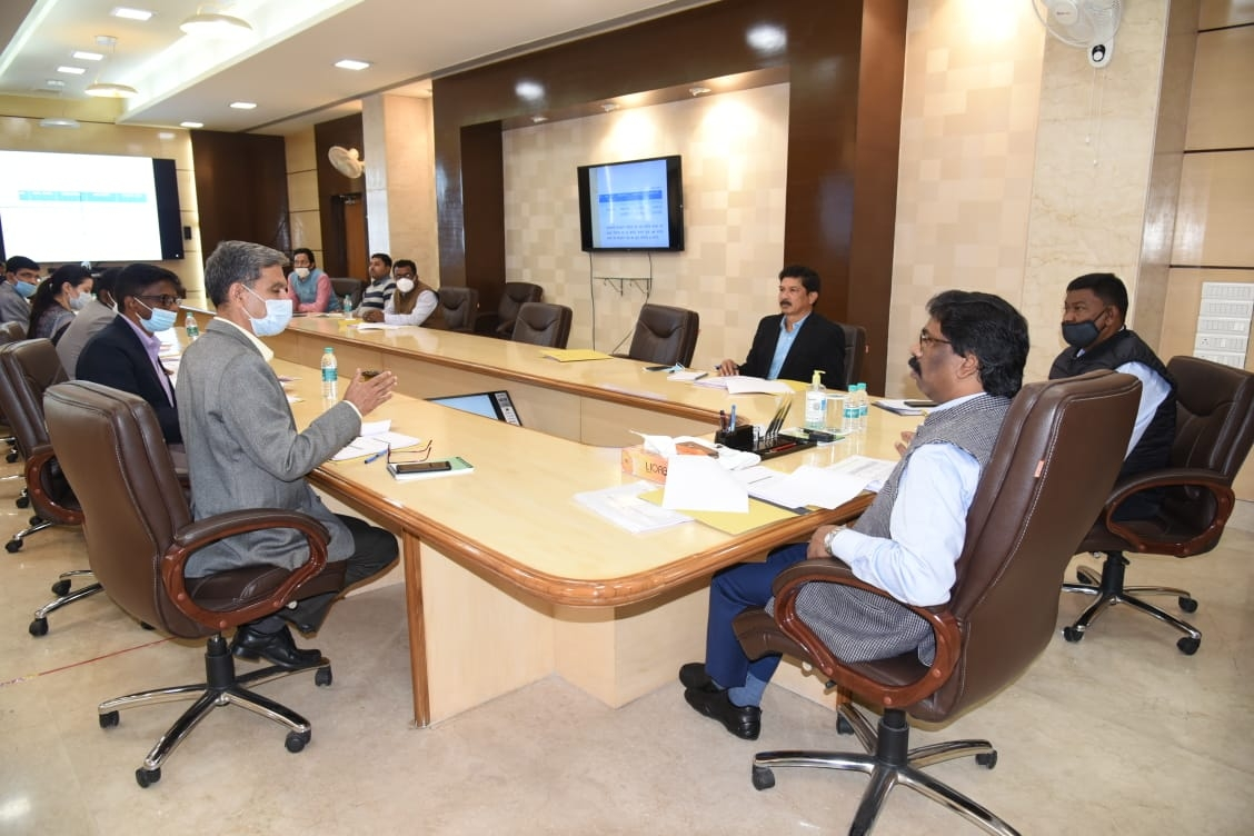<p>On the day of Bharat Bandh called by protesting farmers and supported by almost all Opposition parties including the Congress, Left and the JMM, Jharkhand Chief Minister Hemant…
