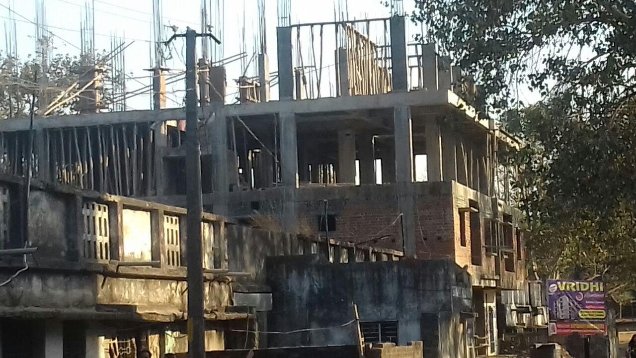 <p>जमशेदपुर के गोविंदपुर का मामला | महेश बिग के द्वारा सरकारी जमीन को अतिक्रमण कर फ्लैट बनाये जाने को लेकर लोगो ने किया विरोध | जमशेदपुर के अंचला अधिकारी ने गोविंदपुर थानाप्रभारी को…
