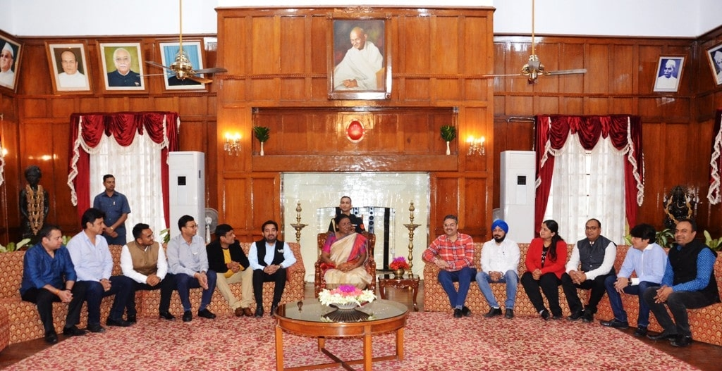 <p>A delegation of Jharkhand Chamber of Commerce led by its President Kunal Ajmani, met the Honorable Governor Draupadi Murmu at Raj Bhawan on dated 26/10/2019.</p>