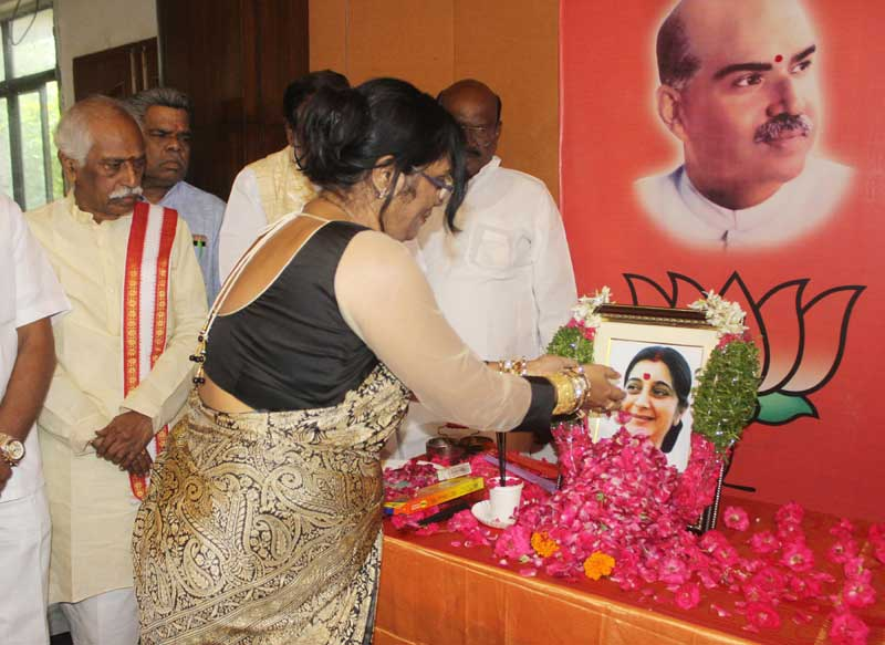 <p>Top Ranchi based BJP's Jharkhand  leaders including Governor Draupadi Murmu and Chief Minister Raghubar Das paid floral homage to Sushma Swaraj ,Ex Union External Affairs…