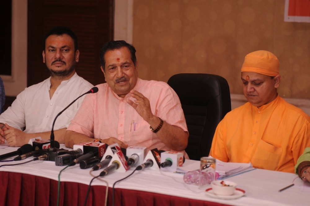 <p>RSS executive committee member and Muslim Rashtriya Manch (MRM) patron Indresh Kumar addresses a press conference in Ranchi on Monday. </p>