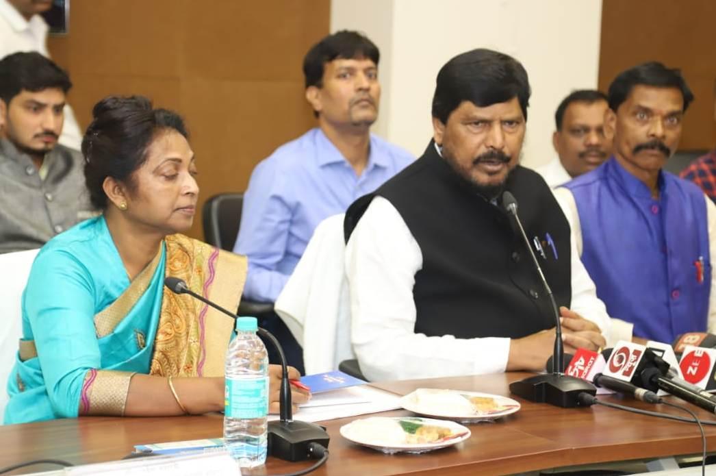 <p>झारखण्ड राज्य से हाथ से मैला ढ़ोने की प्रथा समाप्त लेकिन अभी भी पूरे देश में जितने भी मैला ढोने का काम कर रहे हैं सरकार इनके उत्थान के लिए सम्पूर्ण रूप से प्रतिबद्ध प्रयास कर रही…