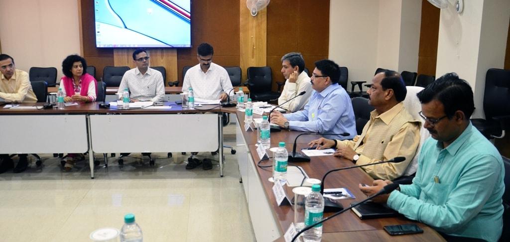 <p>मुख्यमंत्री श्री रघुवर दास ने राज्य के 19 आकांक्षा जिलों के 6512 गांवों में ग्राम स्वराज अभियान के सफल कार्यान्वयन के लिए मुख्य सचिव सहित आला अधिकारियों के साथ समीक्षा बैठक की।</p>…