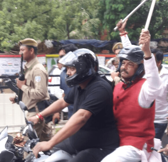 <p>Jharkhand CM Raghubar Das wears helmet and carries a tri colour national flag to popularise use of helmet by bike riders</p>