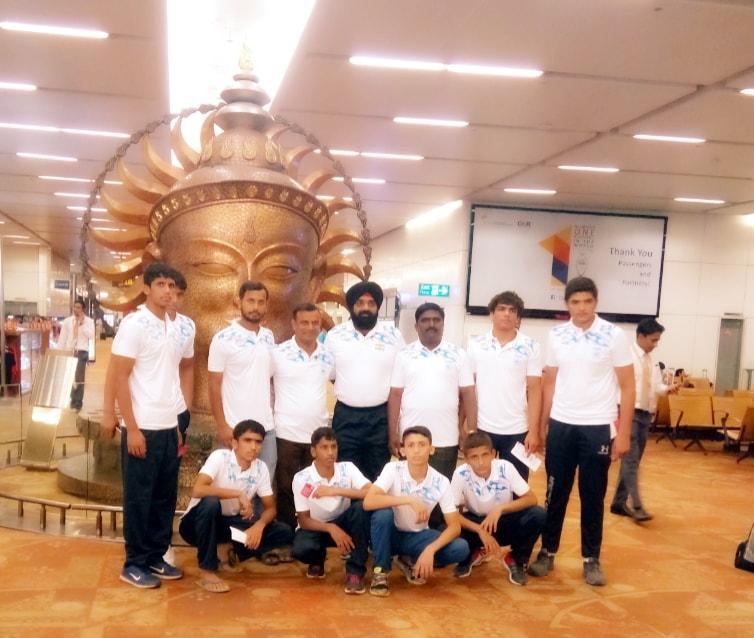 <p>2018 एशियन स्कूल बालक फ्रीस्टाइल एवम ग्रीकोरोमन स्टाइल कुश्ती चैम्पियनशिप में भारतीय स्कूल बालक ग्रीकोरोमन स्टाइल कुश्ती के कोच के रूप में झारखण्ड के बबलू कुमार आज ईरान रवाना हुए।यह…