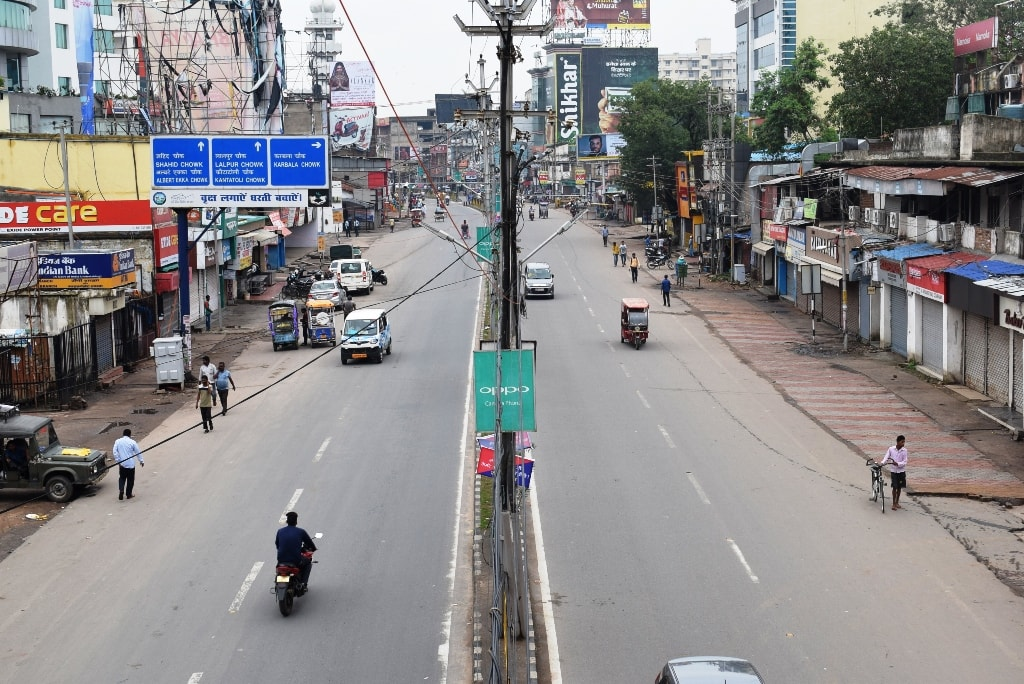 <p>A deserted Ranchi main road during the day-long Jharkhand strike called by the opposition parties against ruling BJP's Land Acquisition Act. </p>