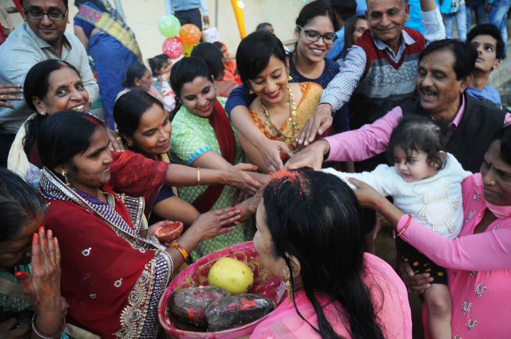 <p>Devotees at Bunos Talab Bahubazar, Ranchi on the concluding day of Chhath festival.</p>