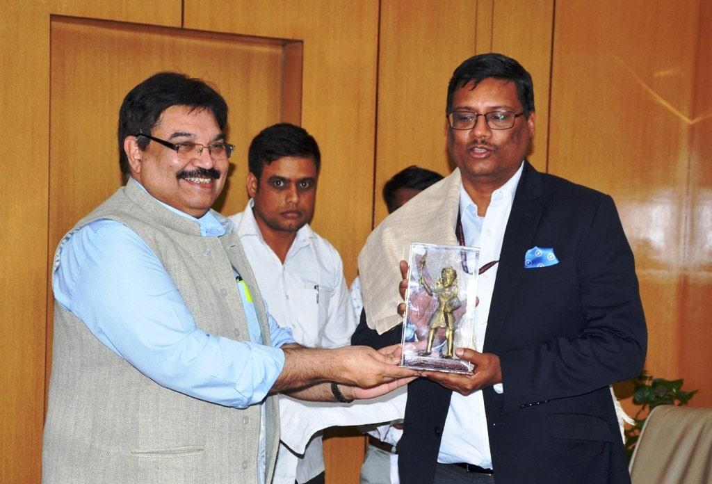<p>नीति आयोग के सलाहकार अालोक कुमार भाप्रसे ने शुक्रवार को मुख्य सचिव सुधीर त्रिपाठी के साथ उनके सभा कक्ष में स्वास्थ्यए शिक्षा तथा समाज कल्याण की योजनाओं की प्रगति पर विचार.विमर्श…