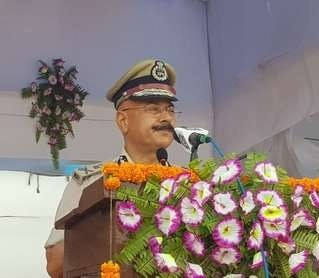 <p>Addressing the passing out parade of 70 police officers in Ranchi,DGP DK Pandey advised them to become a 'Sevak' of the people and not their 'Malik.'</p>