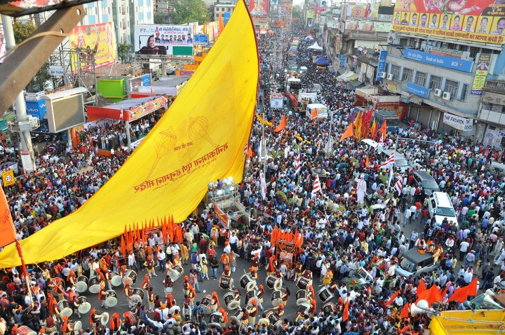 <p>Devotees participate in the procession of Ram Navami in Ranchi on Sunday.</p>