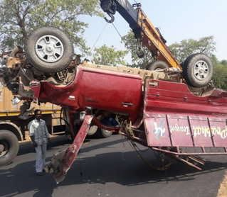 <p>At least 9 persons were killed and 6 others remained seriously injured after a speeding pickup van rammed into the railing of an under-construction bridge on Simdega- Ranchi Road…