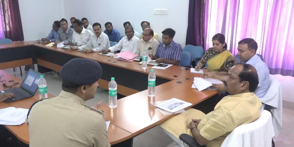 <p>मुख्यमंत्री श्री रघुवर दास ने कि गिरिडीह के नक्सल प्रभावित पीरटाँड तथा भेलवाघाटी के फोकस एरिया के विकास की समीक्षा।</p>