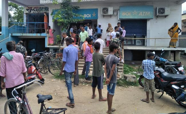 <p>In a sensational case of bank dacoity, a gang of five odd men entered into the Bank of India's branch at Gosaidih village under Hantargunj police station of Chatra district…