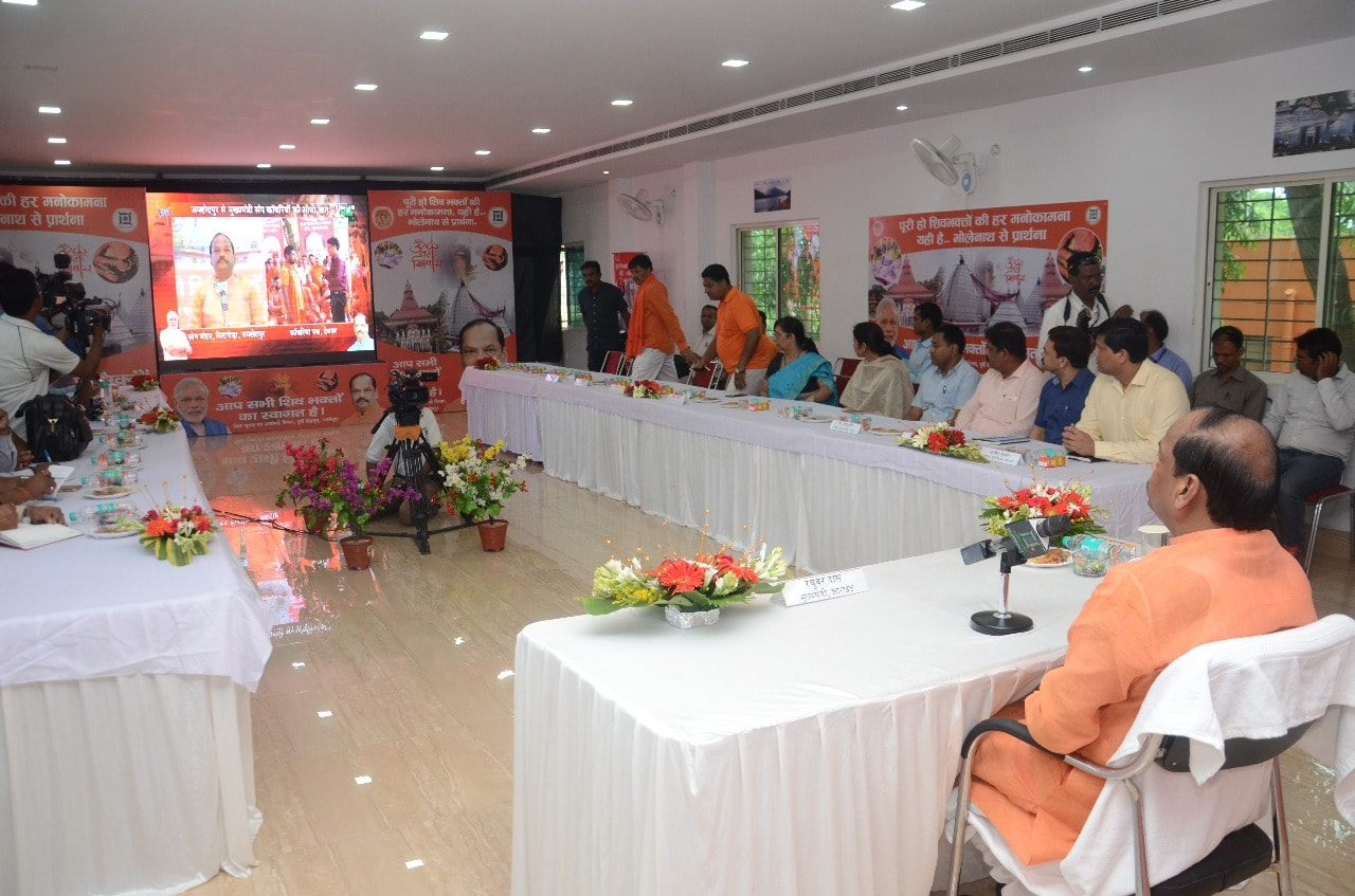 <p>Chief Minister Raghubar Das talked with kanwariyas through video conferencing from Sidgoda, Jamshedpur. Kanwariyas coming from Mahu, Gorakhpur, Ghaziabad, Bihar, Bhagalpur, Maharashtra…