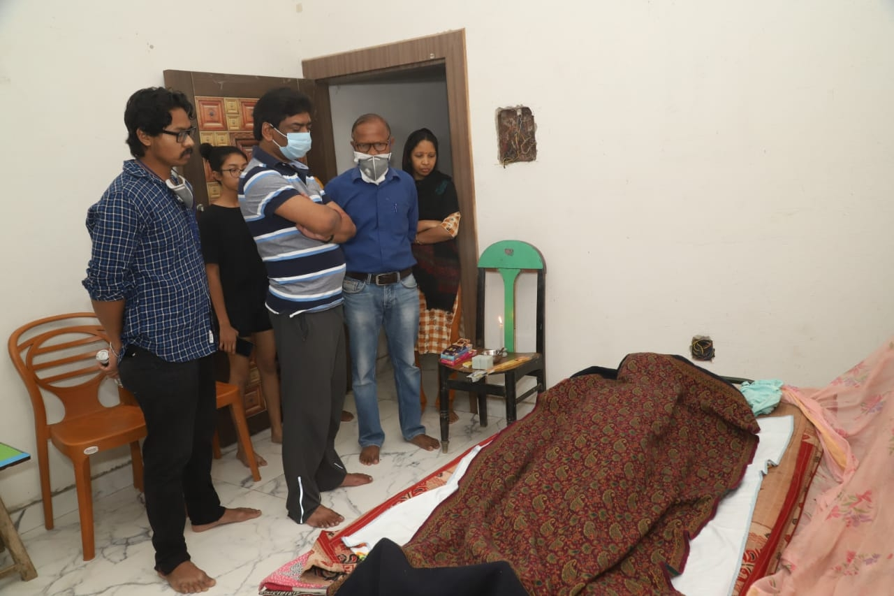 <p>Chief Minister Hemant Soren attended the last rites of his elder aunt and wife of  Rajaram Soren, Dukhanbala Soren at his ancestral village Nemra in Gola block of Ramgarh district…