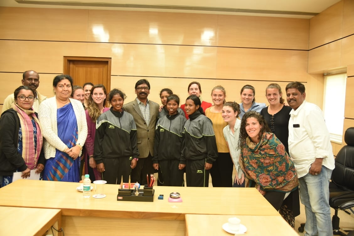 <p>The team of Middlebury College Field Hockey and Shaktivahini Institution of USA met Chief Minister Hemant Soren in the Jharkhand Ministry today by on dated 31/01/2020.</p>