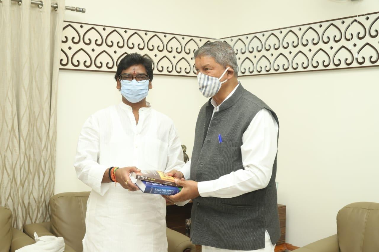 <p>मुख्यमंत्री श्री हेमन्त सोरेन से आज मुख्यमंत्री आवास में उत्तराखंड के पूर्व मुख्यमंत्री श्री हरीश रावत ने शिष्टाचार मुलाकात की । उन्होंने एक- दूसरे को दशहरा महापर्व की बधाई और शुभकामनाएं…