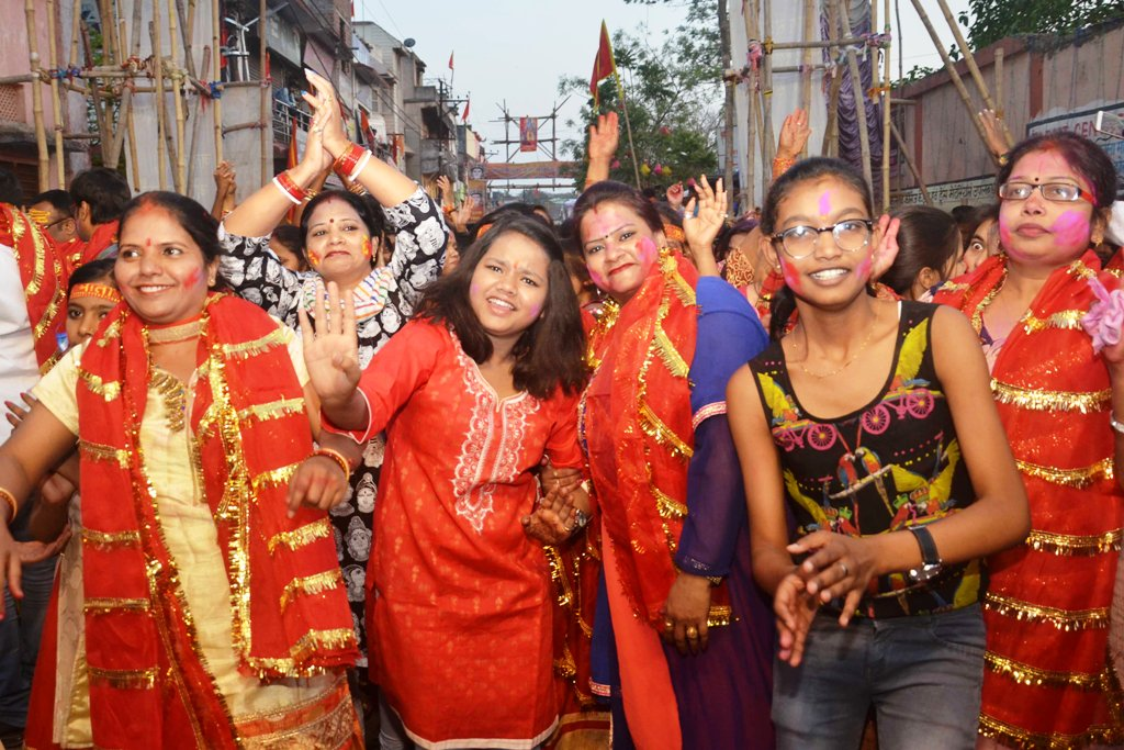 <p>Women devotees participating in an immersion Shobha Yatra during Chaiti Durga Puja festival in Ranchi on Monday.</p>