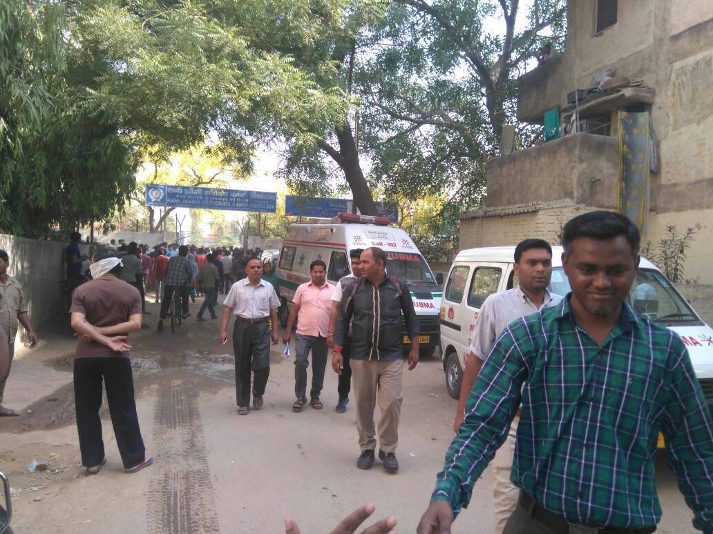 <p>Tuglakabad in Delhi, schools were shut down and students return home after a gas pipe leaked threatening normal life.</p>
