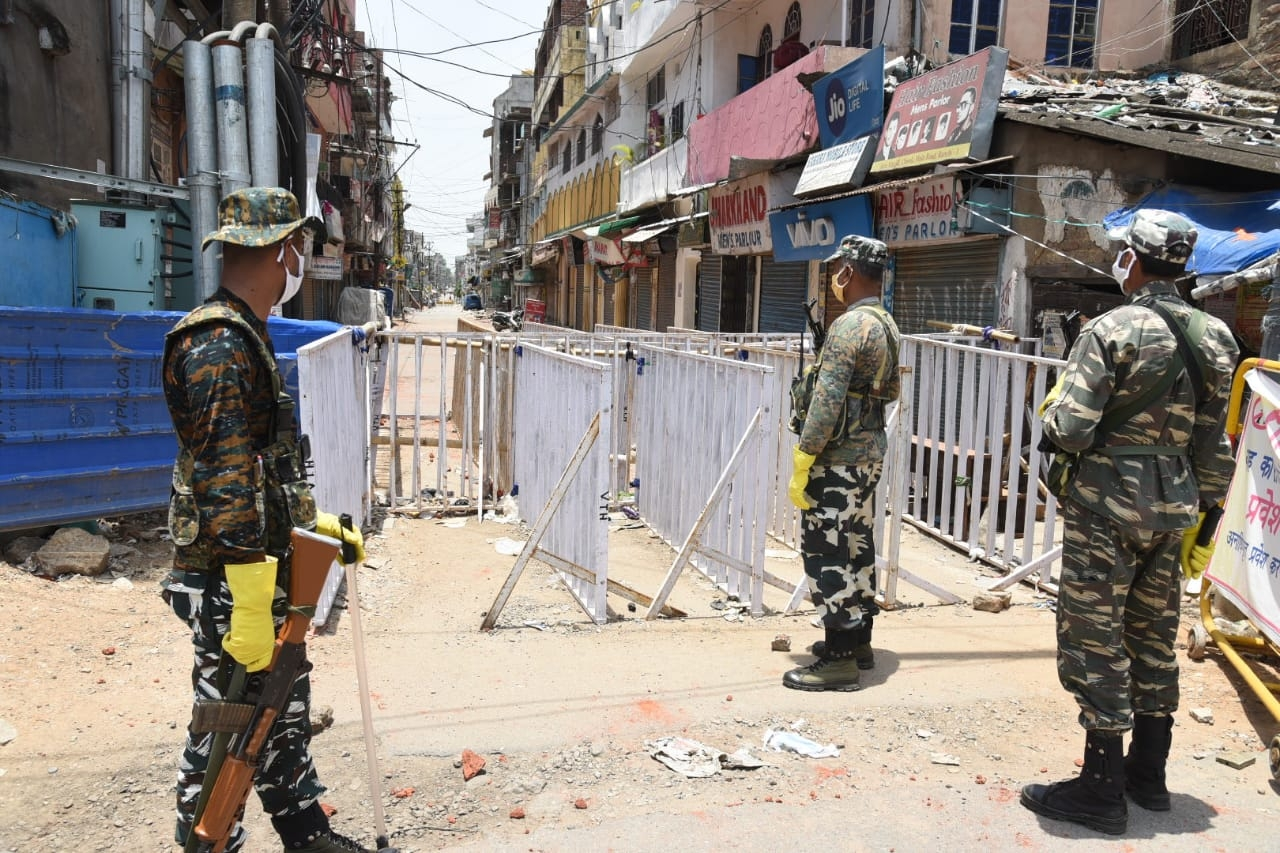 <p>CRPF Jawans keeping vigil on Hotspot of Ranchi-Hindpiri- where a clash occurred between people and security forces on Sunday.</p>