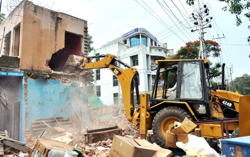 <p>Jharkhand Urban Infrastructure Development Company (Juidco) officers and police personnel demolish an encroachment near Kanta Toli Chowk to facilitate construction of the proposed…