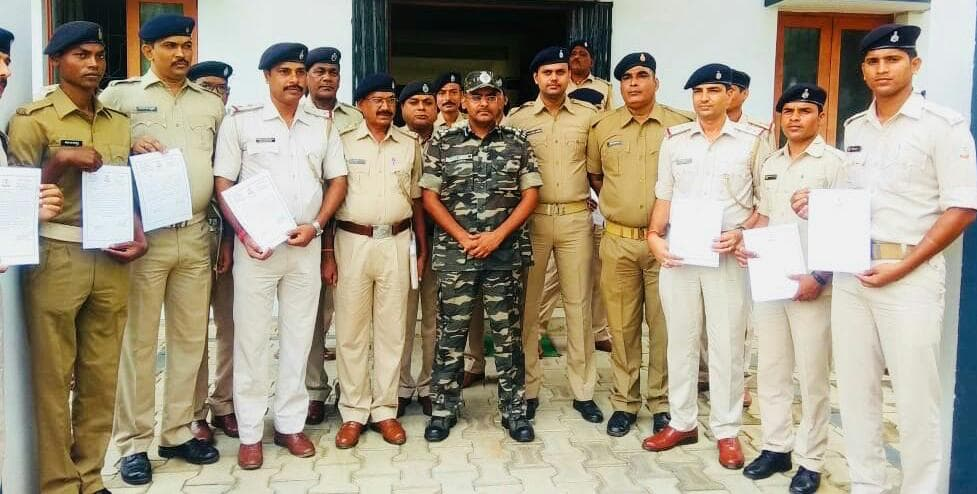 <p>During the press conference, 27 police officers and constables were rewarded for the good & efficient work.</p>