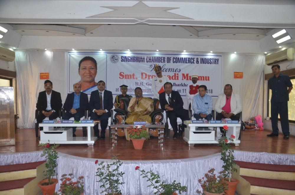 <p>माननीया राज्यपाल श्रीमती द्रैपदी मुर्मू ने आज जमशेदपुर में सिंहभूम चेंबर ऑफ कॉमर्स एंड इंडस्ट्रीज द्वारा आयोजित कार्यक्रम में चेंबर के सदस्यों को संबोधित किया।</p>