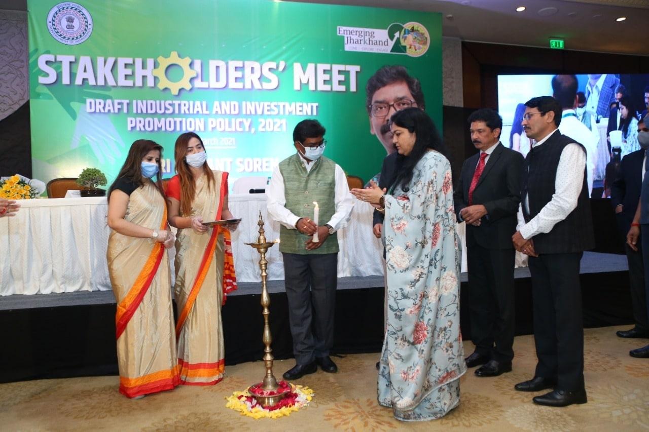 <p>मुख्यमंत्री श्री हेमन्त सोरेन, मुख्य सचिव श्री सुखदेव सिंह, मुख्यमंत्री के प्रधान सचिव श्री राजीव अरुण एक्का, उद्योग सचिव श्रीमती पूजा सिंघल ने नई दिल्ली में आयोजित स्टेकहोल्डर…