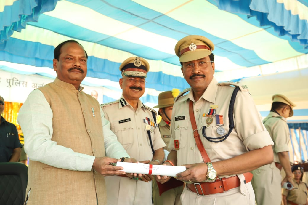 <p>Superintendent of Police, Special Branch, Shailendra Kumar Sinha today was awarded the President's commendable service medal by the Chief Minister Raghubar Das. Mr Shailendra…