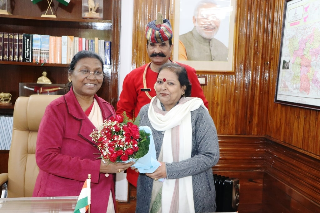 <p>Chandramukhi Devi, a member of the National Commission for Women, met the Hon'ble Governor Draupadi Murmu in Raj Bhawan on 04-01-2019.</p>