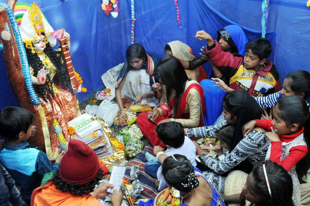 <p>School students performs 'Saraswati Puja' on the occasion of Basant Panchami in Ranchi on Monday.</p>