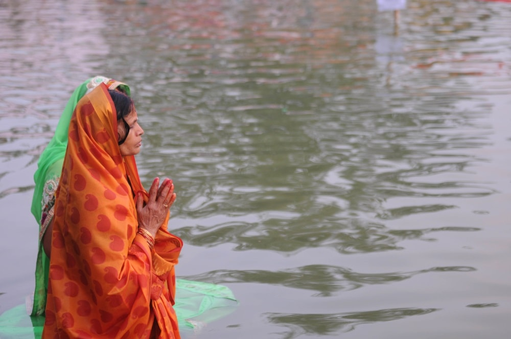 <p>Devotees offer prayers to the setting Sun God on the occasion of the Chhath festival in Ranchi on Thursday.</p>