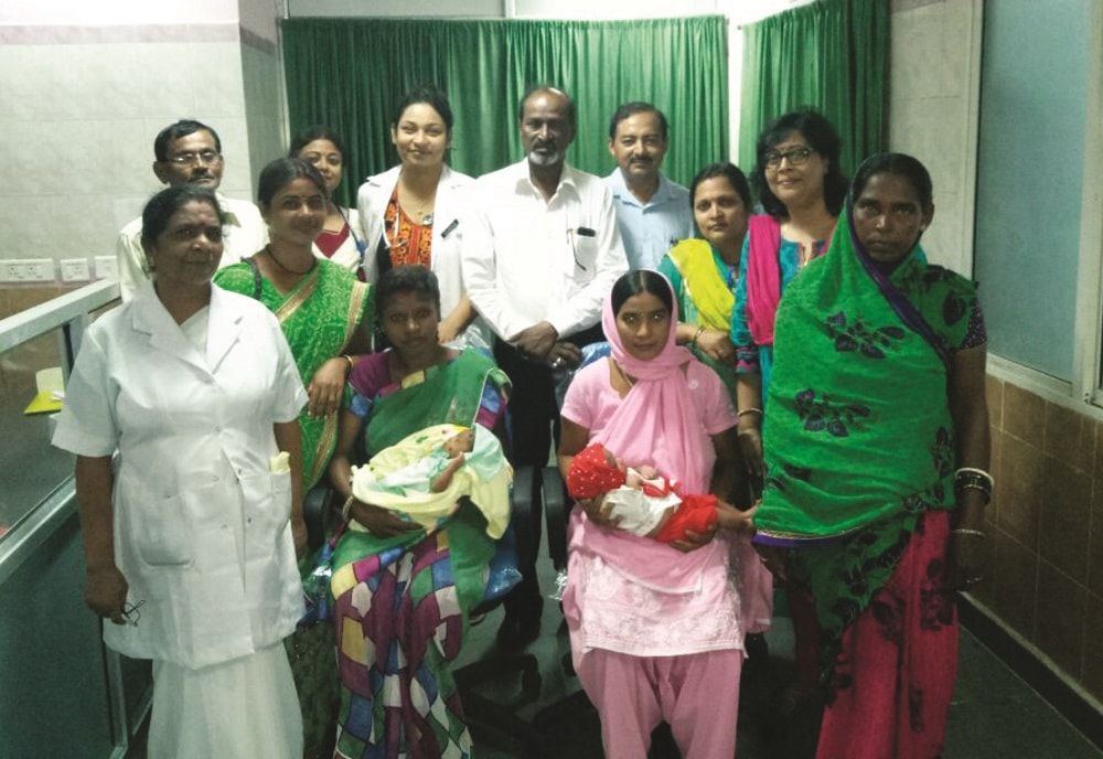 <p>Ranchi Civil Surgeon gave gifts to kids born inside newly established Sadar Hospital in Ranchi.</p>